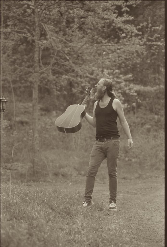 Sist gang jeg hadde med en gitar inn i de svenske skoger.